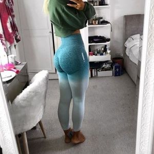 Gymshark Pants & Jumpsuits - Gymshark Ombre Seamless Leggings - XS Blue NWT